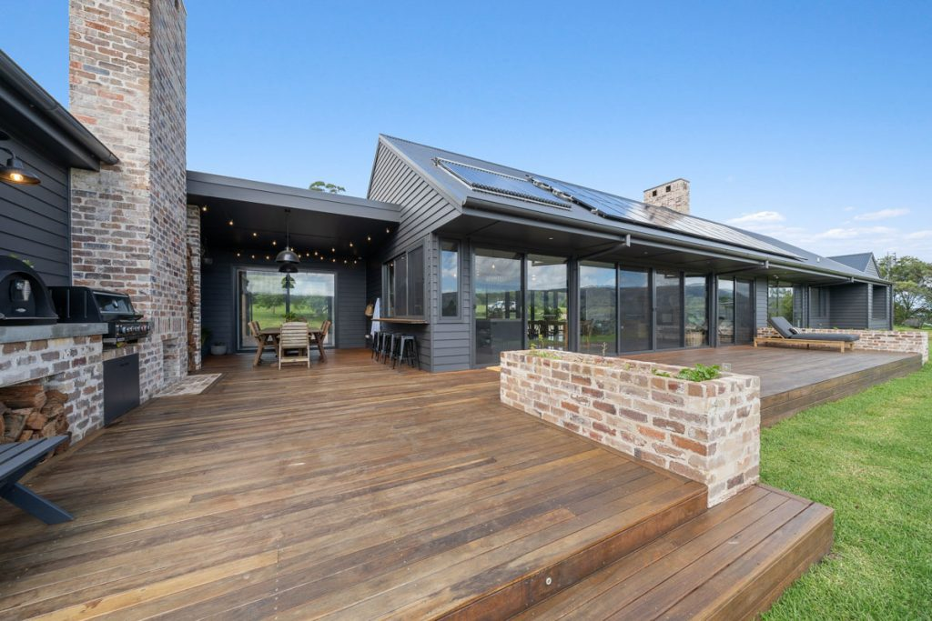 harlor-building-woodhill-mountains-deck-patio