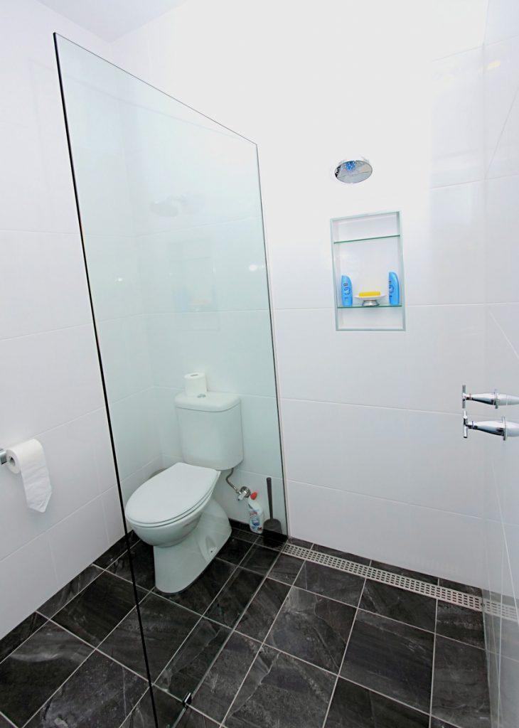 harlor-building-north-nowra-studio-bathroom