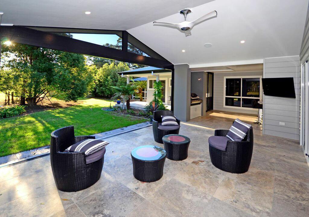 harlor-building-tapitalee-patio