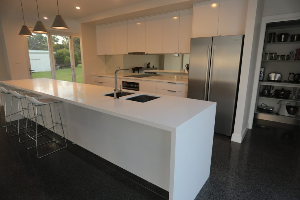 harlor-building-wrights-beach-kitchen