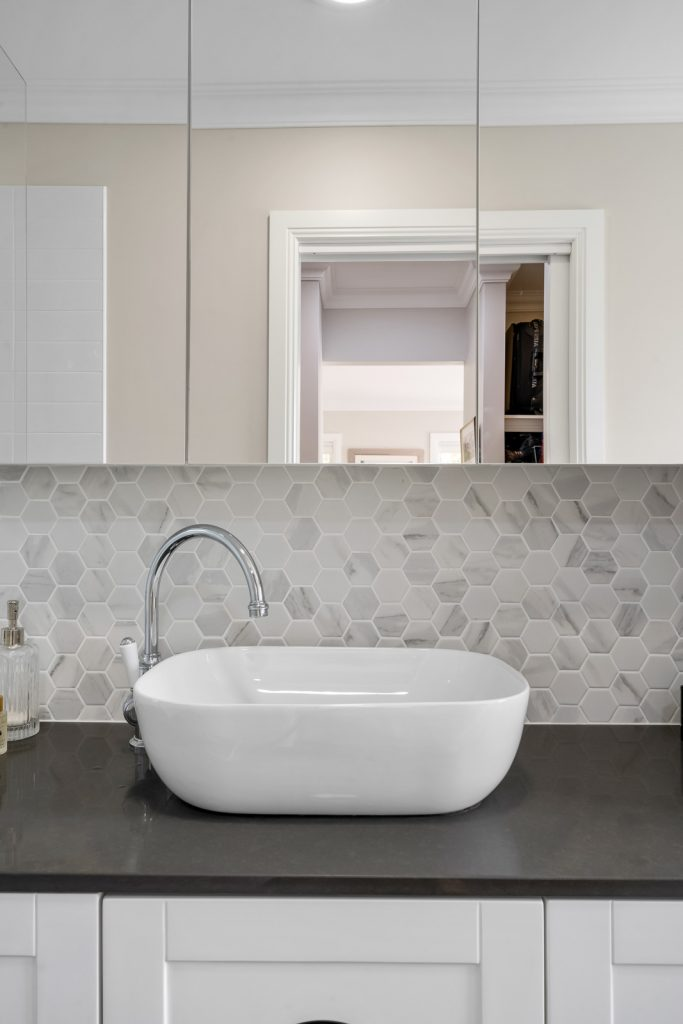 Harlor-Building-Little-Hamptons-Bathroom-Sink