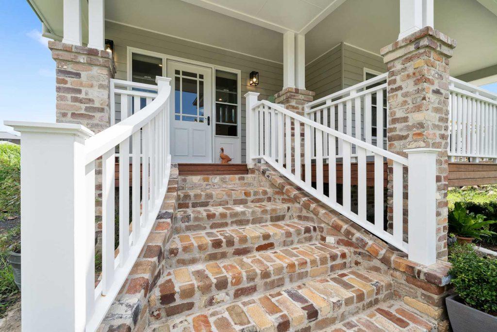 Harlor-Building-Little-Hamptons-Front-Stairway
