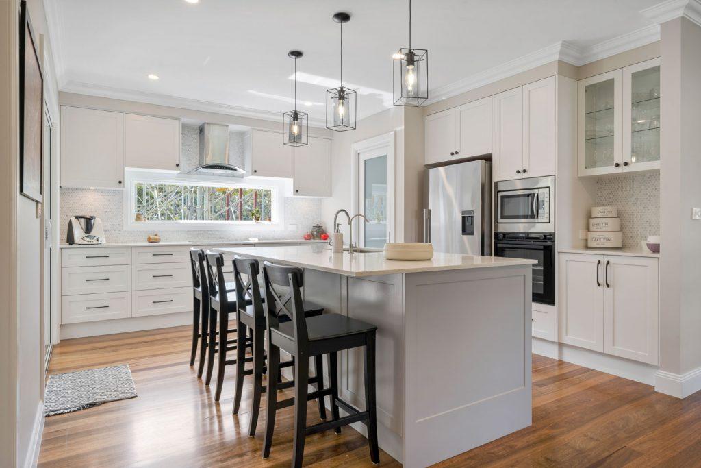 Harlor-Building-Little-Hamptons-Kitchen-Dining-Island