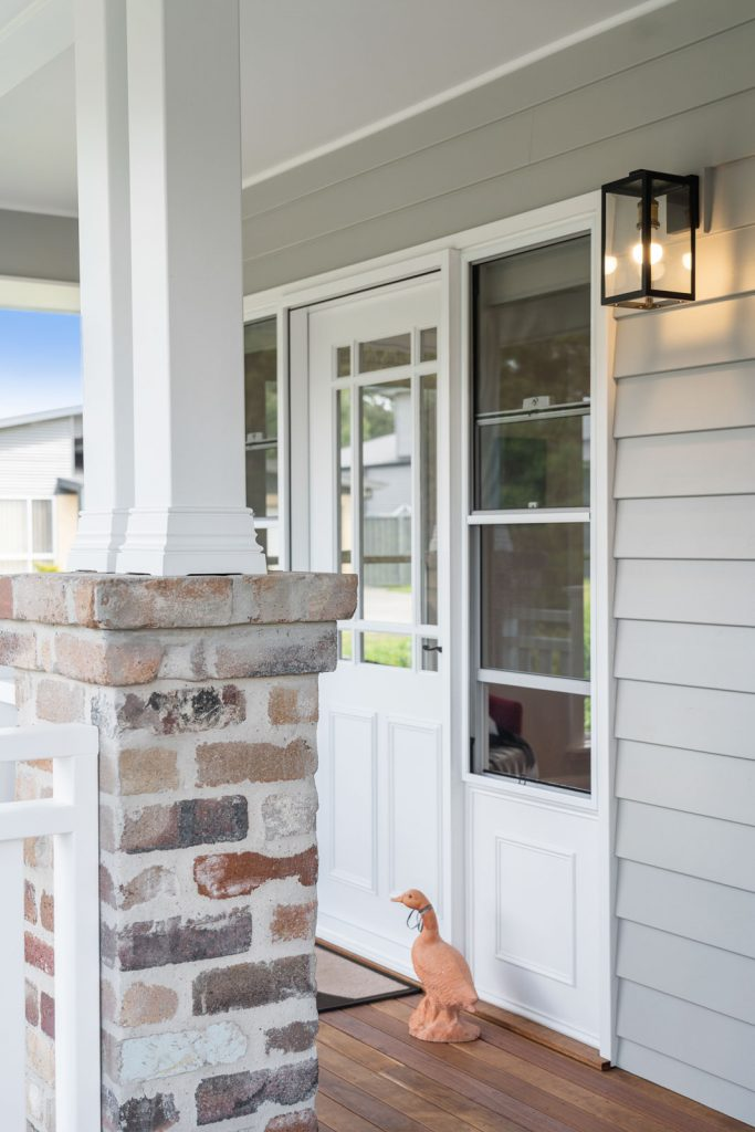 Harlor-Building-Little-Hamptons-Porch-Awning-Support